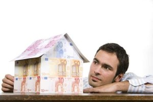 """Prezzi case, il II trimestre 2015 segna ancora un calo. Istat: """"Dal 2010 il valore è sceso del 14%"""""""